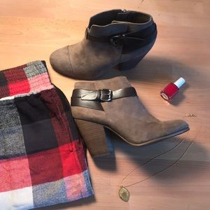 Size 9 / EUR 40 / Booties / Great Condition